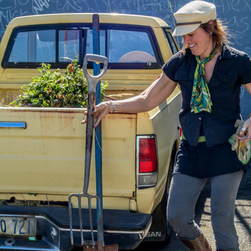 Image of the Fort George master gardener working